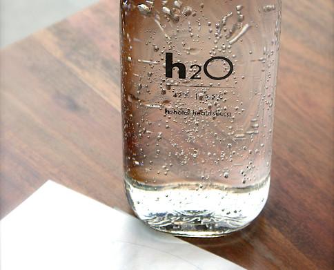 Bebe agua para hidratar tu piel
