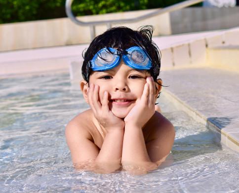 En playas y piscinas, alerta máxima con menores